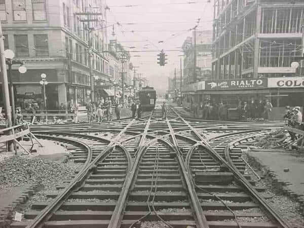 Streetcar coming to intersection