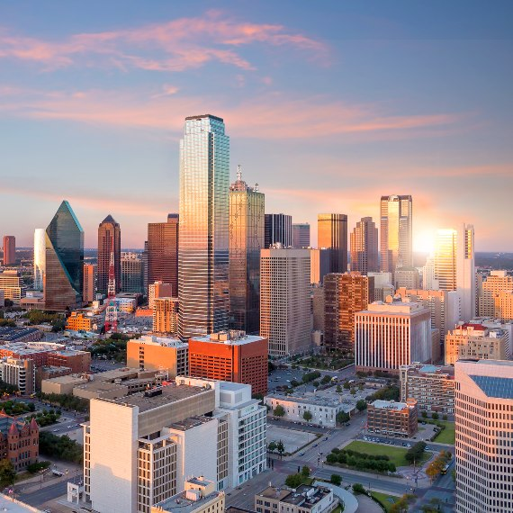 picture of the Dallas, Texas skyline at sunset