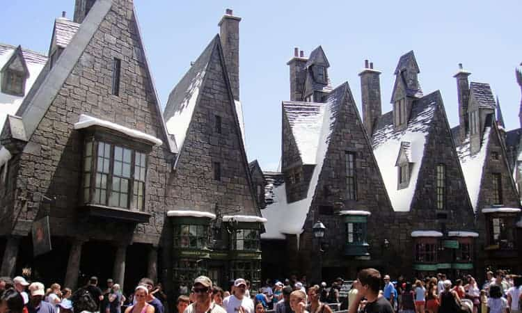 hogsmeade in harry potter world universal studios hollywood
