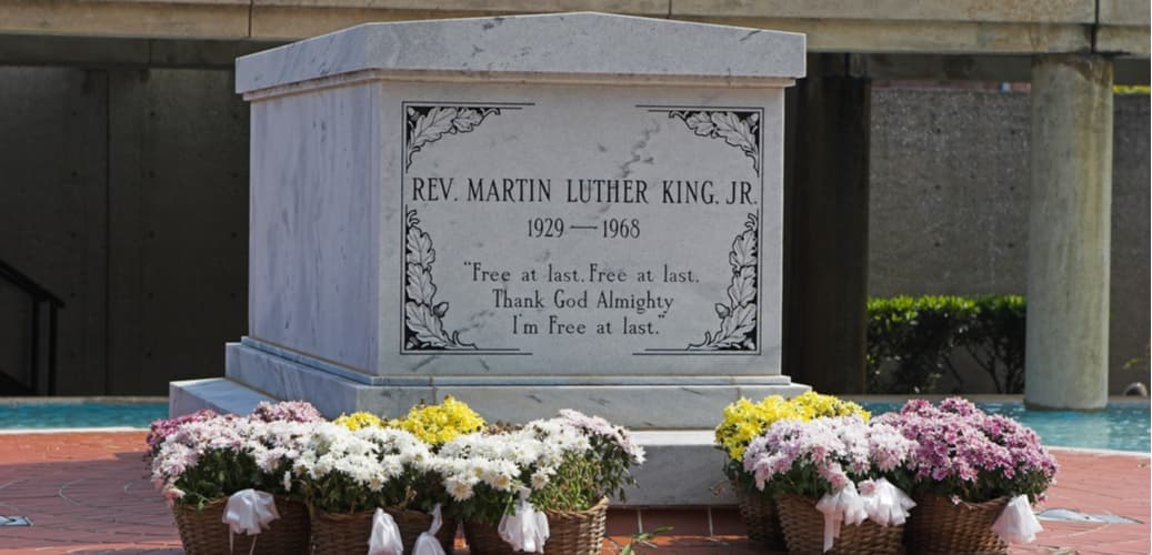 the gravesite of dr. martin luther king in atlanta, georgia