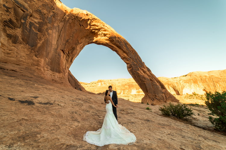 couples marries with desert in the background