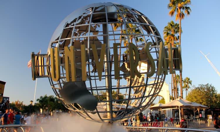 universal studios hollywood entrance sign
